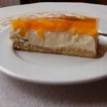 torcik serowy z brzoskwiniami
