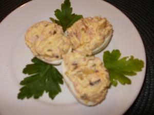 jaja faszerowane szynką i chrzanem