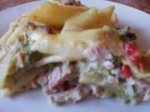 zapiekanka makaronowa z szynką i brokułem