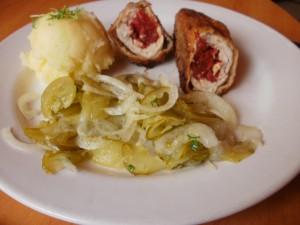 roladki z piersi kurczaka z suszonymi pomidorami i serem