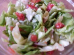 sałata zielona z suszonymi pomidorami