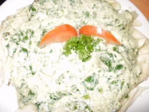 makaron z sosem beszamelowo-szpinakowym