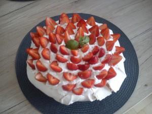tort Pavlova z truskawkami