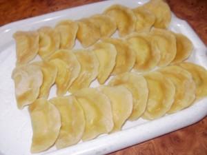 pierogi z ziemniakami i serkiem topionym