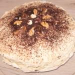 tort bezowy daktylowo-orzechowy