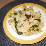 makaron-ze-szpinakiem-i-suszonymi-pomidorami