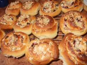 drożdżówki-ślimaczki-z-serem-i-rabarbarem
