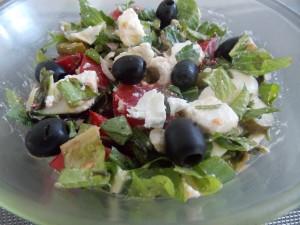 sałatowy mix z oliwkami i fetą