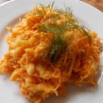 surówka z marchewki w sosie jogurtowo-musztardowym