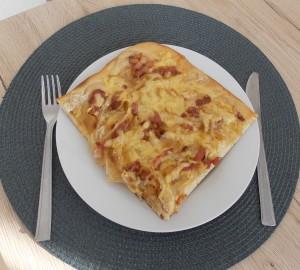 pizza z cebula i boczkiem (2a)