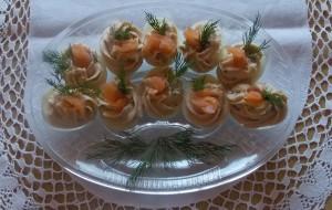 jaja faszerowane lososiem