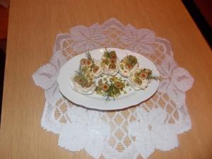 jajka faszerowane ogórkiem oliwkami (2)