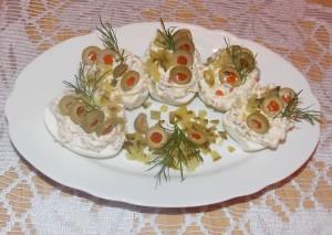 jajka faszerowane ogórkiem oliwkami (2a)
