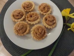 kruche babeczki z kremem karmelowym (2)