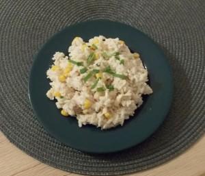 sałatka ryżowa z tuńczykiem  kukurydza serema
