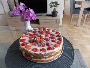 tort śmietanowo-truskawkowy (4)