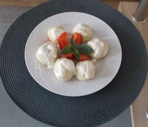 knedle serowe z kaszą manna i truskawkami1