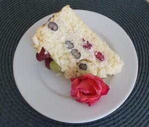 tort biały z owocami3