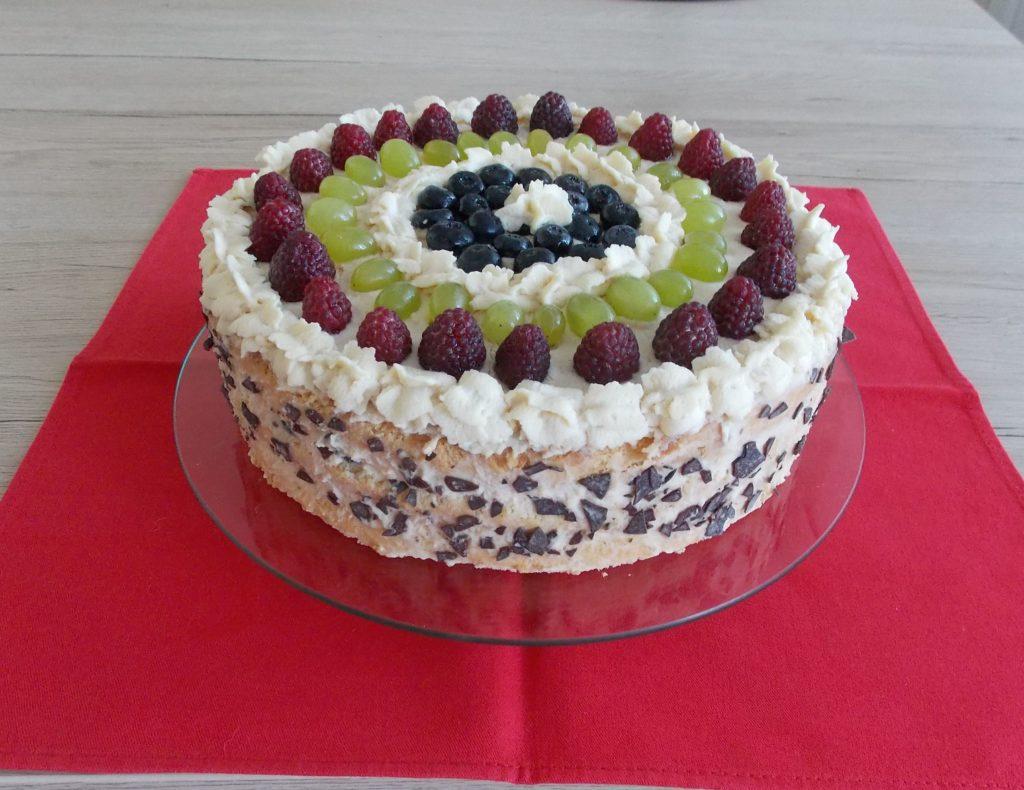 Tort Biały Z Owocami Almanka W Kuchni I