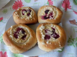 drożdżówki z serem malinami i kruszonką mikser (4)
