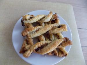 spiralki-z-ciasta-fr-z-pesto-i-susz-pom