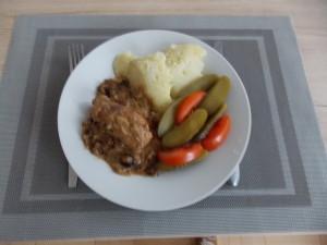 roladki-schabowe-ze-sliwkami-3